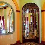 Зеркальное панно в холле гостиницы — Мир стекла и зеркал