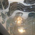 Дизайнерское зеркальное панно на потолок — Мир стекла и зеркал