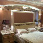 Зеркальное панно у кровати — Мир стекла и зеркал